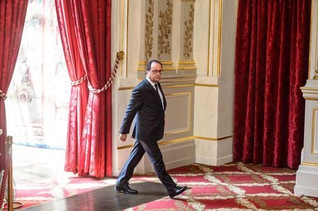 Francia, Hollande mobilita 15mila riservisti