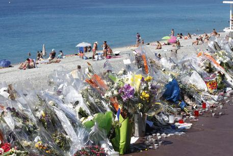 Strage di Nizza, controlli insufficienti e la polizia finisce sotto inchiesta