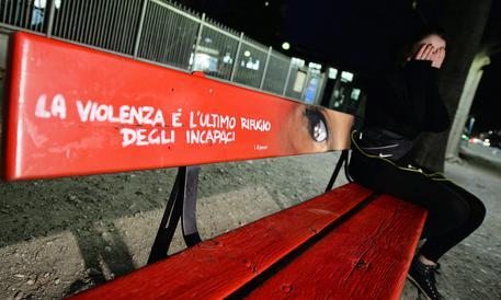 Milano, rapinata e stuprata in casa da uno sconosciuto