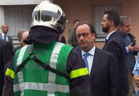 Hollande a Rouen in un frame tratto da un video © AP
