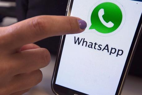 WhatsApp, una falla permette di leggere i messaggi inviati?
