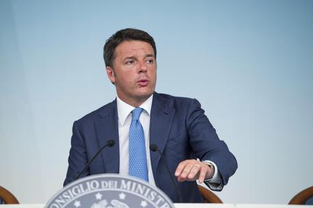 Matteo Renzi promette più soldi a contratti statali e sblocco opere