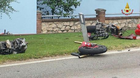 Incidente in moto, muore 48enne. Ferita la figlia 13enne