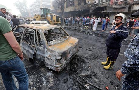 Salgono a 292 i morti degli attentati di domenica a Baghdad