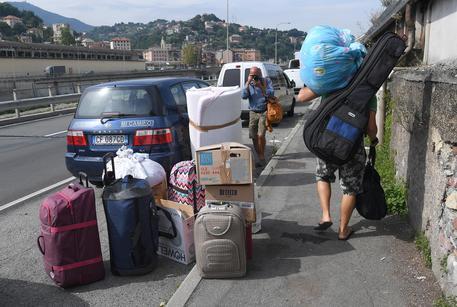 Staticità del palazzo a rischio, evacuate sette famiglie a Genova