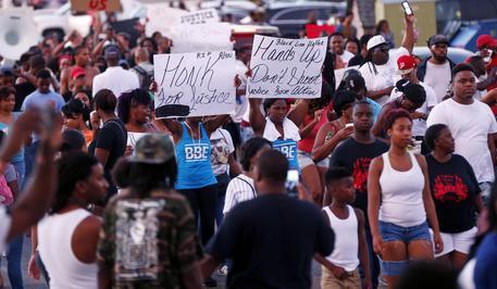 USA, cittadino sparato e ucciso: è di nuovo protesta
