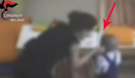 Bambini legati e morsi: due arresti in asilo a Milano
