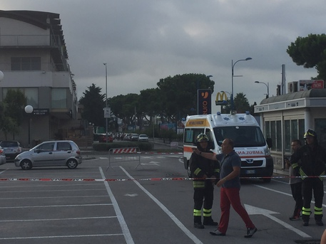 Montesilvano, paura al Mc Donald per una valigia sospetta FOTO VIDEO