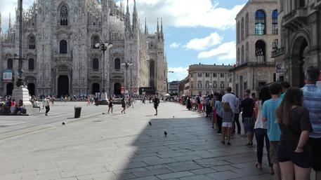 Turista americano dorme per una notte sul tetto del Duomo di Milano