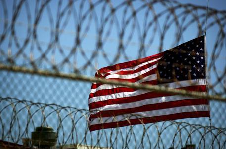 Guantanamo, Usa trasferiscono 15 detenuti negli Emirati