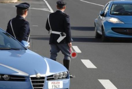 Inseguimento sull'A14, ladri speronano la pattuglia della Polizia stradale: 3 feriti