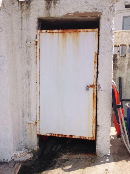 Telecamera vicino docce bagni lido bari cronaca - Telecamera in bagno ...