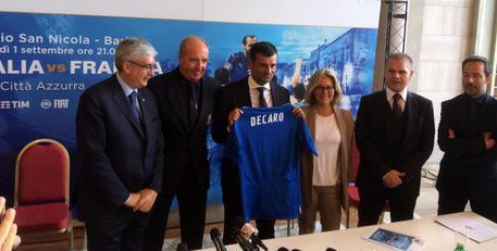 Milano chiude in positivo (+2,50) grazie a titoli bancari