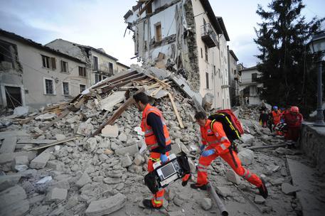 Terremoto, il bilancio delle vittime sale a 267