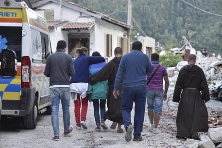 Terremoto, agli sfollati i moduli abitativi del campo base Expo