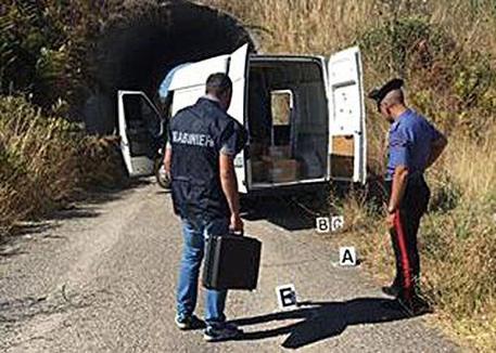 Nuoro, assalto a furgone di trasporto tabacchi: 4 banditi in fuga