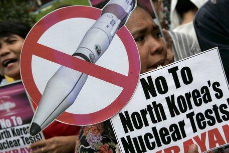Nord Corea lancia missile nelle acque del Giappone