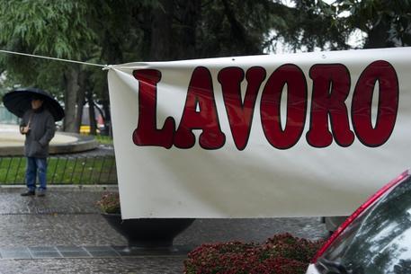 Lavoro: salgono i licenziamenti, scendono i contratti stabili