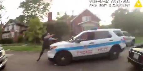 Usa: agente uccide 18enne afroamericano disarmato a Chicago