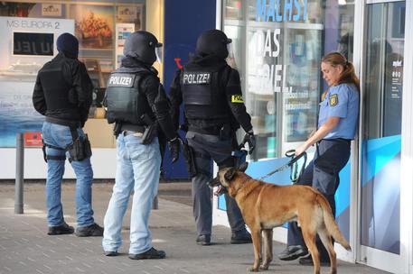 Germania, uomo armato barricato in un ristorante a Saarbrücken