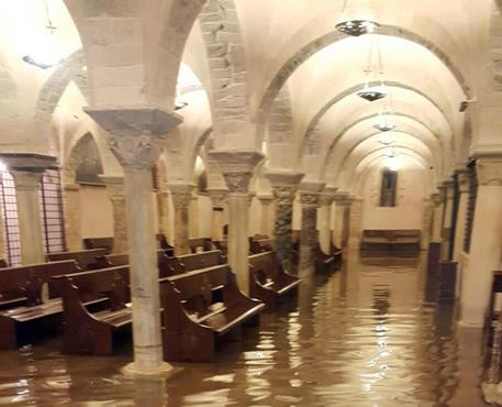 Nubifragio su Bari, allagata la cripta della Basilica di San Nicola