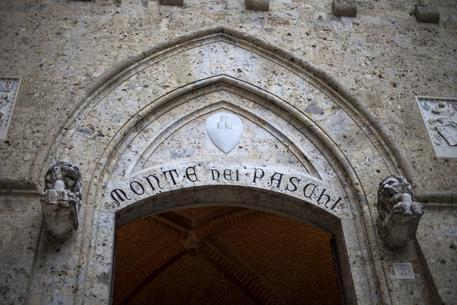 Borsa: Milano maglia nera, Mps a picco