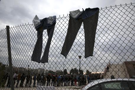 Migranti: primi indagati per gestione Cara Foggia