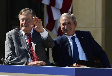 Bush senior voterà per Hillary Clinton