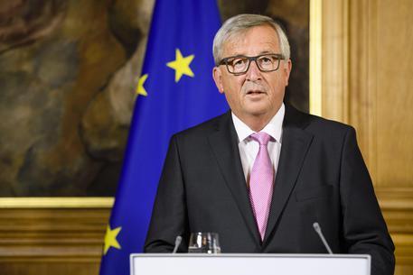 Migranti Juncker,ammiro sforzo Italia per accoglienza