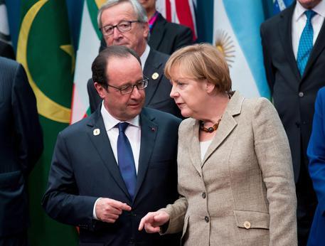 Renzi emarginato. Vertice Juncker, Merkel e Hollande, premier non invitato