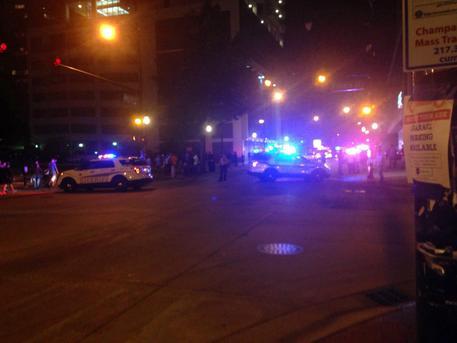Houston, spara su passanti, tra 6 e 8 feriti