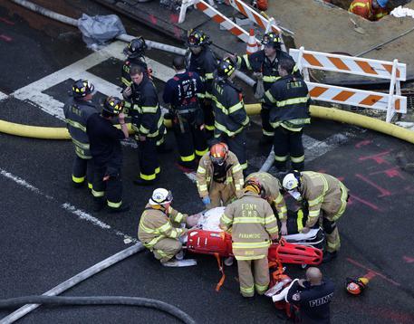 New York, esplode palazzina nel Bronx: un morto e almeno 7 feriti
