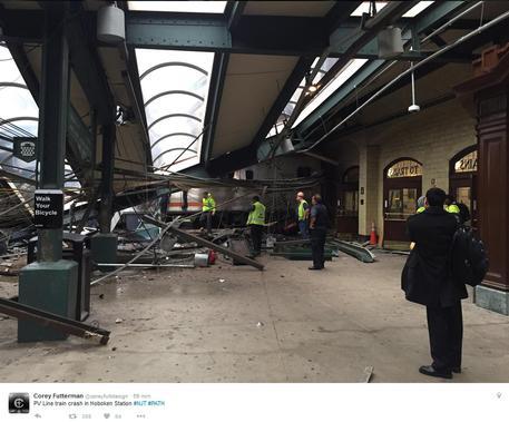 Usa, grave incidente ferroviario nella stazione di Hoboken. Almeno 100 feriti