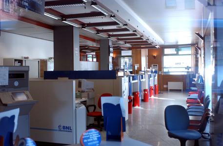 interno di una banca © ANSA