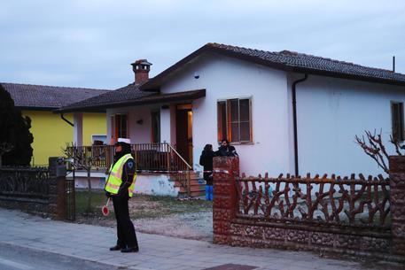 Ferrara: moglie e marito trovati morti in casa dal figlio 16enne