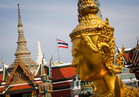 Thailandia, strappano la bandiera nazionale: arrestati due giovani italiani