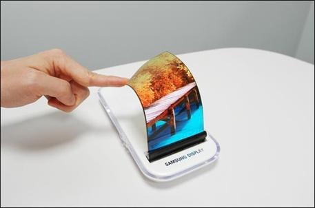 Samsung, telefono pieghevole entro l'estate (Credit: Korea Herald) © Ansa