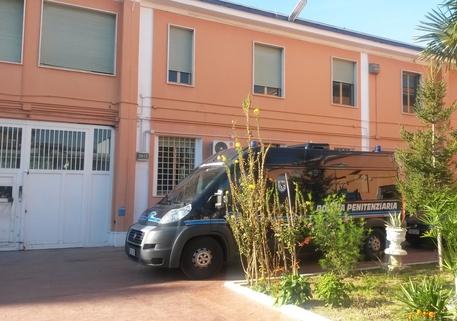Pescara, madre con problemi psichici dà fuoco al figlio alcolista