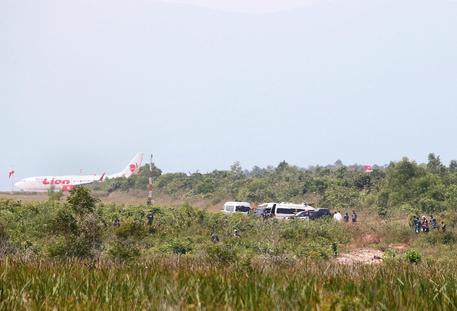 Thailandia, aereo militare precipita durante un'esibizione: deceduto il pilota