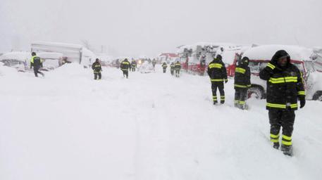 Vigili dell fuoco all'opera in Abruzzo ANSA/UFFICIO STAMPA VIGILI DEL FUOCO © ANSA