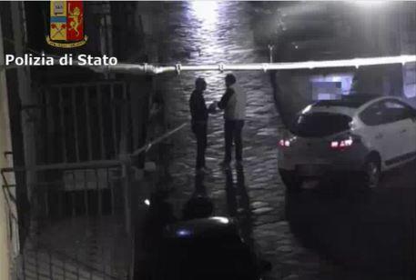 Droga: 'piazza spaccio' clan, 16 arresti