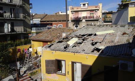 Scoppia bombola di gas in una palazzina a Catania, feriti