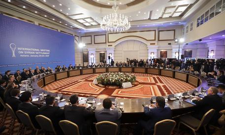 Siria: iniziati colloqui tra Damasco e ribelli ad Astana