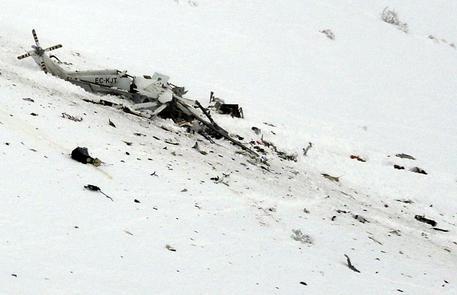 Elicottero del 118 precipita a Campo Felice: 6 morti