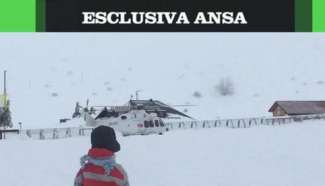 Un frame tratto da un video esclusivo ANSA con gli ultimi attimi dell'elicottero del 118 prima dello schianto © ANSA