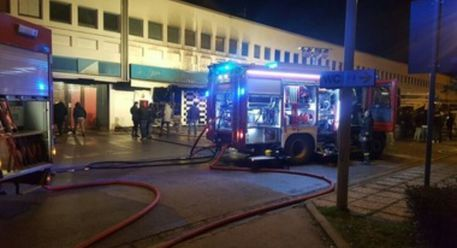 Incendio al Cis di Nola, in fiamme due capannoni