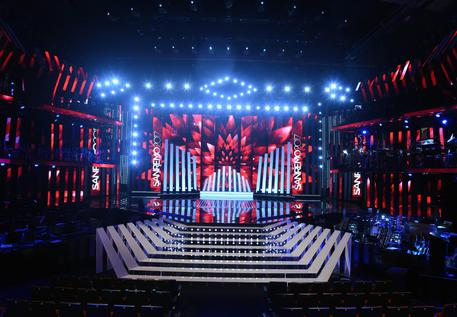 La scenografia di Sanremo 2017, l'Ariston come una music-hall