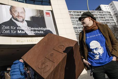 Germania: Schulz candidato cancelliere, Francia, Hamon vince primarie gauche