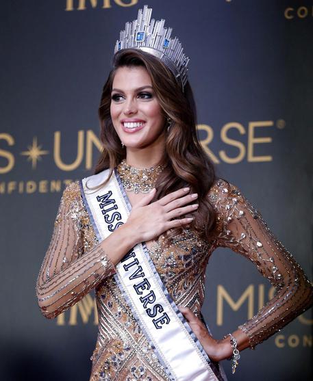 Miss Universo 2017: la vincitrice Iris Mittenaere arriva dalla Francia