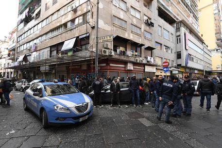Sparatoria in strada, due i feriti Colpita anche bambina di 10 anni